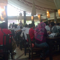 Photo taken at Telaga Seafood Restaurant by annissa mahar n. on 2/16/2014