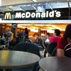Photo taken at McDonald's & McCafe by JoäNNë•Bīī💋 on 2/9/2013