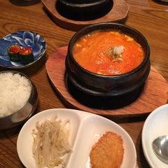 Photo taken at 純ソウル韓国料理 [焼肉] アリラン by Shinichi N. on 5/1/2015
