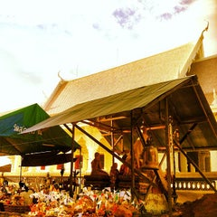 Photo taken at วัดสว่างอารมณ์ by Tepong S. on 10/4/2013