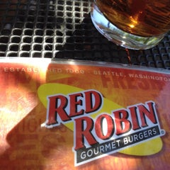 Photo taken at Red Robin Gourmet Burgers by Will H. on 8/11/2012