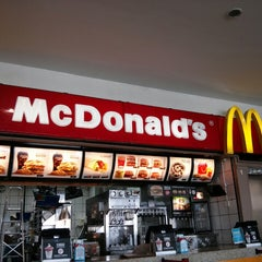 Photo taken at McDonald's by Heitor D. on 3/2/2013