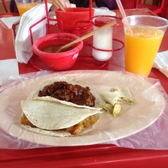 Photo taken at Tacos El Güero Comida Corrida y Cenaduria by Brissa M. on 4/15/2014