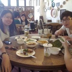 Photo taken at Taiping Lang Restaurant by Ban B. on 3/14/2015
