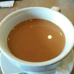 Photo taken at Wong Kok Char Chan Teng 旺角茶餐厅 by Michelle K. on 8/2/2015