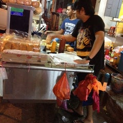 Photo taken at Hassan Burger by Reko H. on 7/10/2014