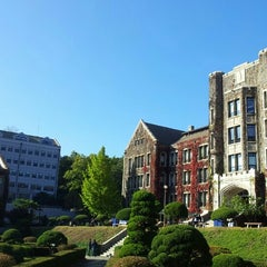 Photo taken at 연세대학교 (Yonsei University) by Ju won K. on 10/23/2012