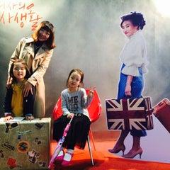 Photo taken at 이화여자대학교 삼성홀 (Ewha Womans University Samsung Hall) by Hyejeong S. on 10/10/2015