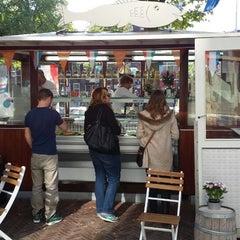 Photo taken at Haringhandel Van Dok by Guido L. on 9/28/2013