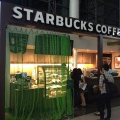 Photo taken at Starbucks Coffee 関西国際空港エアサイド店 by Gonggui A. on 7/13/2013