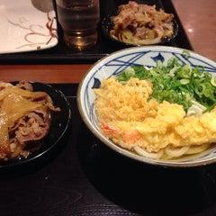 Photo taken at 丸亀製麺 熊本佐土原店 by okazaki y. on 8/20/2014