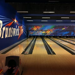 Photo taken at Brunswick Zone XL - Brooklyn Park by Linda H. on 3/3/2013
