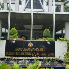 Photo taken at Mahkamah Tinggi Shah Alam by giBBs0n f. on 8/26/2015
