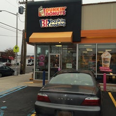 Photo taken at Dunkin Donuts by Randall C. on 12/22/2014