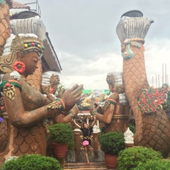 Photo taken at Isdaan Floating Restaurant by Sweet Grace G. on 7/5/2015