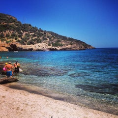 Photo taken at Λιμνιώνας (Limnionas Beach) by Giannis A. on 7/13/2014