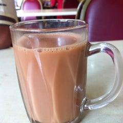 Photo taken at Restoran Hameed's by Bob E. on 11/24/2012