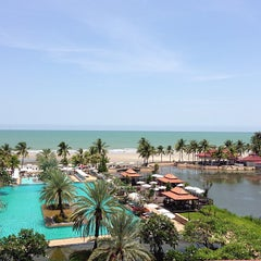 Photo taken at Dusit Thani Hua Hin by Chayathorn D. on 3/31/2013