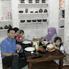 Photo taken at Dapur Penyet by Bram B. on 2/24/2014