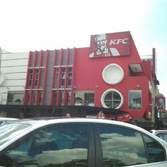 Photo taken at KFC by Bard A. on 11/25/2012