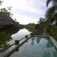 Photo taken at บ้านริมน้ำ รีสอร์ต by Jerry R. on 11/11/2012