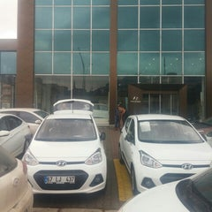 Photo taken at Akbak Hyundai Plaza by OSMAN U. on 1/11/2016