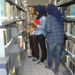 Photo taken at Perpustakaan FK USU by Rizky L. on 3/19/2014