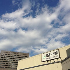 Photo taken at 御茶ノ水駅 (Ochanomizu Sta.) by Jina P. on 1/25/2013