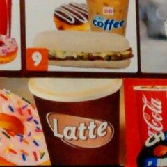 Photo taken at Dunkin' Donuts by Maxmiliano V. on 7/9/2014