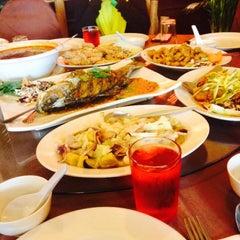 Photo taken at New Horizon Garden Restaurant by Jue A. on 6/4/2015
