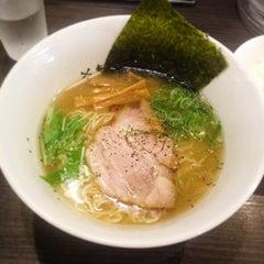 Photo taken at 牛骨ラーメン 香味徳 by tokio03 on 6/24/2015