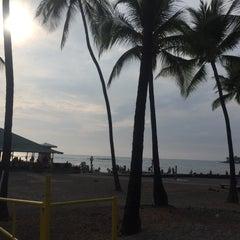 Photo taken at La'Aloa Bay Beach (White Sands Beach Park) by Crystal M. on 7/11/2015