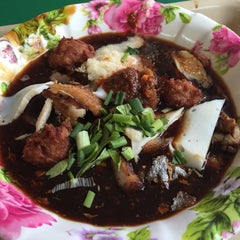 Photo taken at Taman Jurong Market & Food Centre by Rachel H. on 9/13/2015