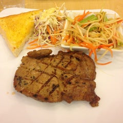 Photo taken at Jeffer Steak (เจฟเฟอร์) by TheTao . on 2/6/2015