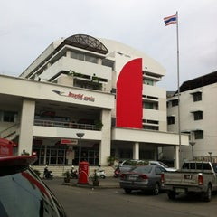 Photo taken at ไปรษณีย์ ลาดพร้าว (Lat Phrao Post Office) by Tanwa K. on 5/25/2012