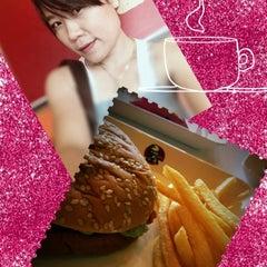 Photo taken at KFC (เคเอฟซี) by Sirisuda S. on 8/24/2012