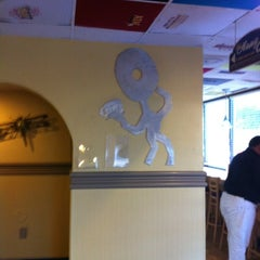 Photo taken at Bagelheads by Edward A. on 7/10/2012