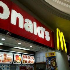 Photo taken at McDonald's by Reginaldo V. on 6/15/2012