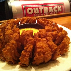 Photo taken at Outback Steakhouse by zerosa on 7/1/2012