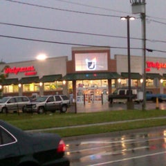 Photo taken at Walgreens by Beatrice G. on 5/9/2012