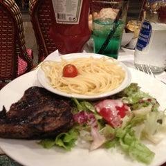 Photo taken at Café George V by Avilon J. on 6/25/2012