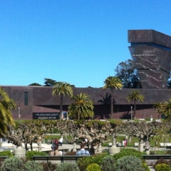 Photo taken at de Young Museum by €du S. on 4/14/2013