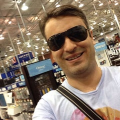 Photo taken at Best Buy by Guilherme G. on 2/14/2014