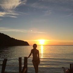 Photo taken at The Beach Natural Resort (เดอะบีช เนเจอรัล รีสอร์ท) by Kryssie N. on 12/8/2014