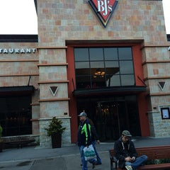 Photo taken at BJ's Restaurant and Brewhouse by Anthony R. on 12/31/2014