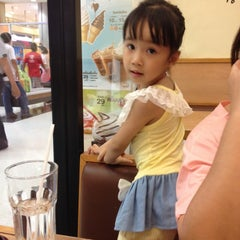 Photo taken at Hachiban Ramen (ฮะจิบัง ราเมน) by noppamas l. on 10/2/2015