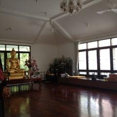 Photo taken at วัดญาณเวศกวัน (Wat Nyanavesakavan) by นิติพันธ์ จ. on 12/12/2012
