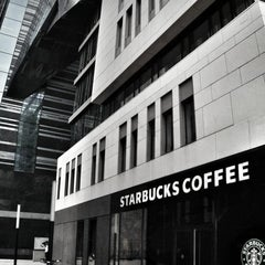 Das Foto wurde bei Starbucks von Ruslan B. am 10/25/2014 aufgenommen