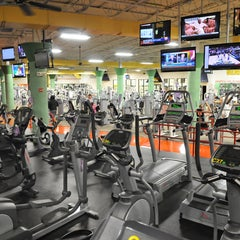 Photo taken at Gold's Gym by Gold's Gym on 8/20/2014