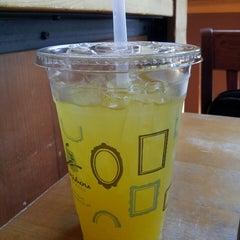 Photo taken at Peet's Coffee & Tea by Karen M. on 9/23/2013